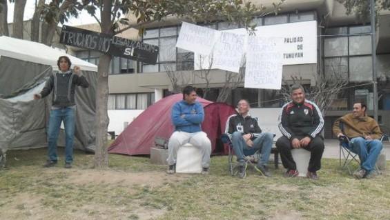 """Remiseros """"truchos"""" de Tunuyán levantaron la protesta"""
