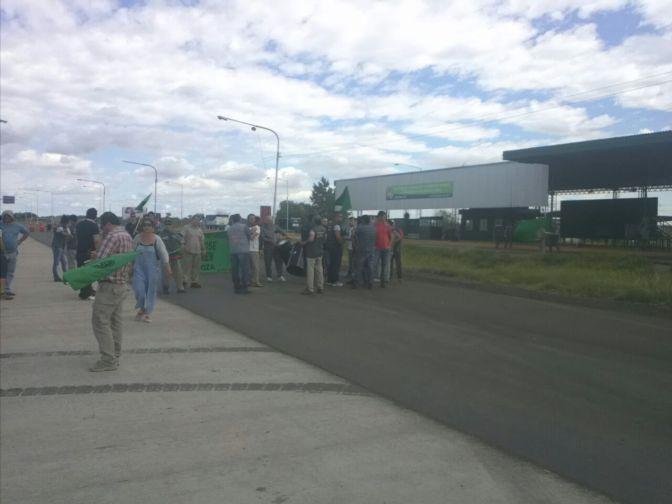 Trabajadores del Iscamen llevaron su reclamo al control de Zapata