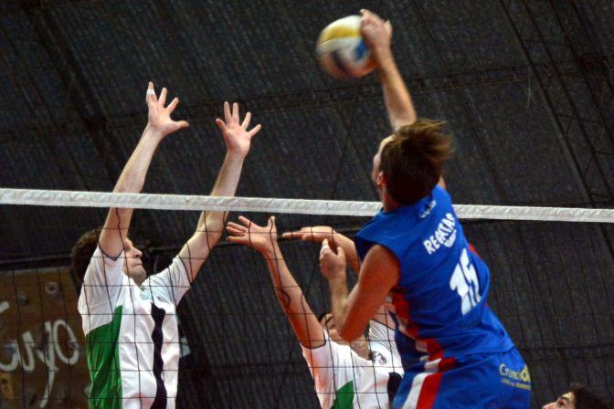"""Voleibol: La """"U"""" y Tunuyán A son los que mandan"""