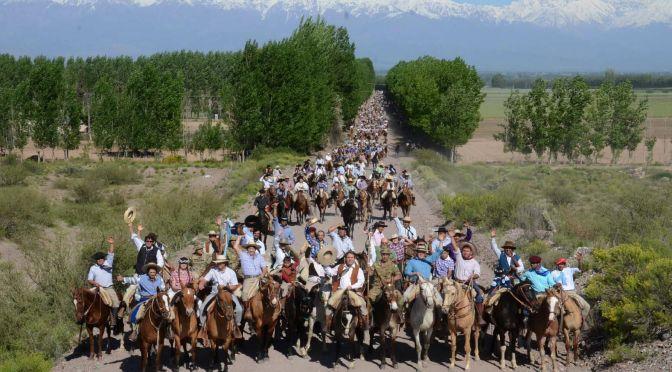 Unos 1.500 jinetes en la cabalgata de los claveles del aire